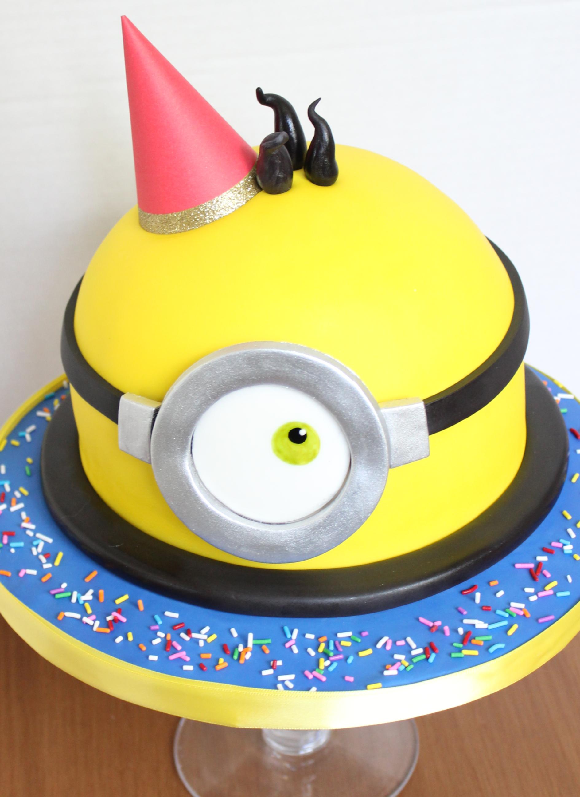 Terrific Minion Custom Cakes Funny Birthday Cards Online Unhofree Goldxyz